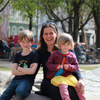 Verena Dietl mit Kindern